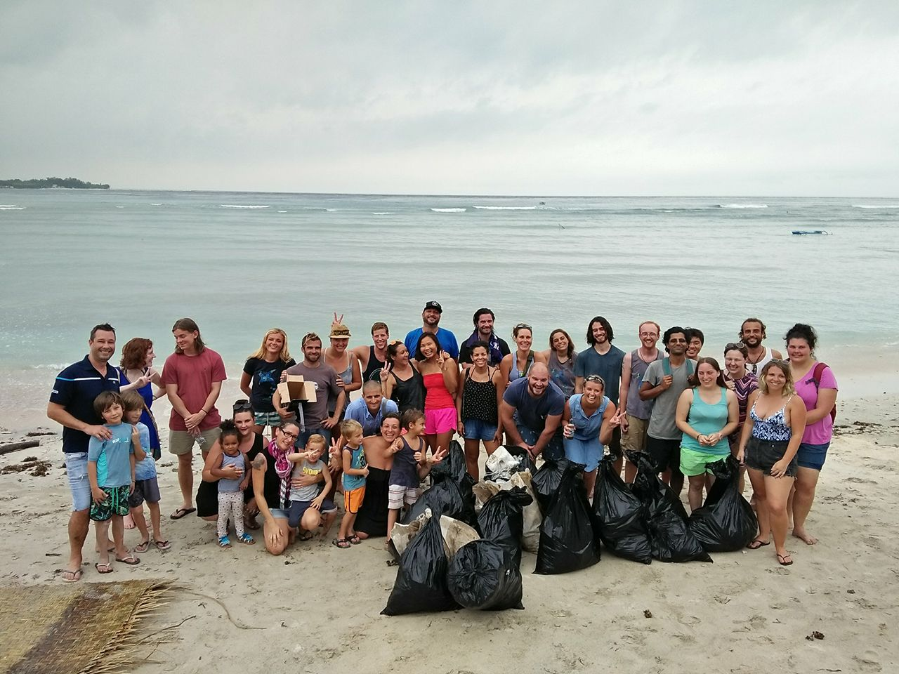 beach-clean-up-gili-shark-conservation-gili-air
