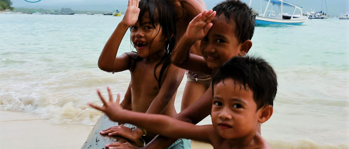 local-kids-playing-on-the-beach-of-gili-air