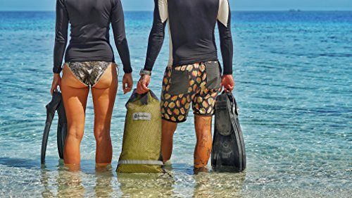 A dry bag - the perfect gift for divers