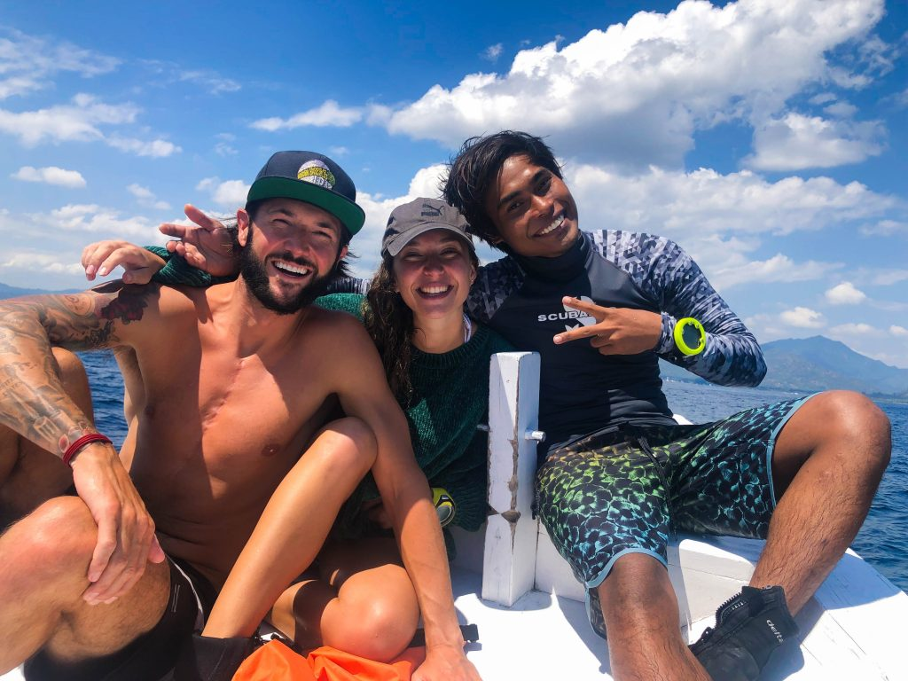 As you can see, at our conservation project, we work closely together. We have a family-like atmosphere. Here are some Divemaster internship Sharkies having fun on our boat!